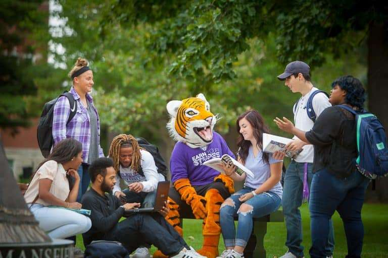 IW students talking to Wesley the tiger