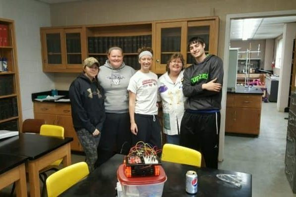 IW students science lab