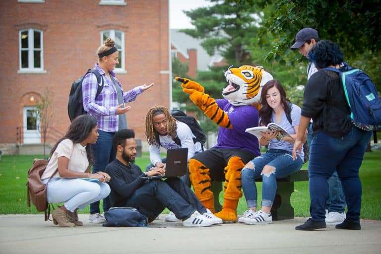 IW students with Wesley the Tiger